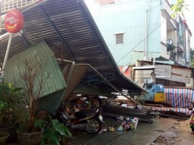Gia Lai: Nhà bất ngờ đổ sập, 7 người thoát chết
