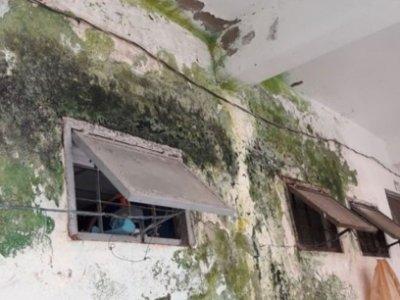 Nơm nớp sống trong chung cư xuống cấp