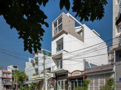 Báo ngoại mê mẩn nhà ống 'đẹp từng cen-ti-mét' ở Sài Gòn