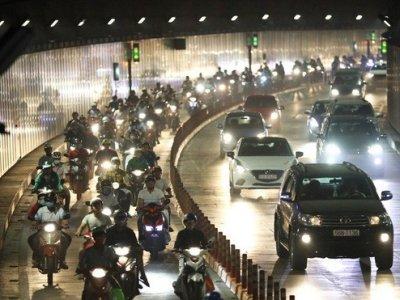 Ù tai, khó thở khi đi qua hầm sông Sài Gòn