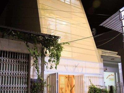 Cắt vát mặt tiền, nhà ống ở Nha Trang luôn ngập tràn ánh sáng